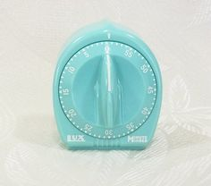 Retro aqua kitchen timer shared by Ʈђἰʂ Iᵴɲ'ʈ ᙢᶓ Turquoise Kitchen, Teal Kitchen, Bleu Turquoise, Vintage Kitchen, Retro Vintage, Kitchen Decor, Kitchen Stuff, Kitchen Colors, Egg Timer