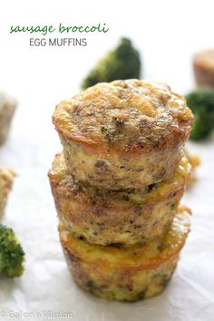 Sausage Broccoli Egg Muffins - The BEST paleo egg muffins you are going to eat! Loaded with tons of flavor. Not only are they delicious, but these egg muffins are healthy! Perfect for a yummy whole 30 breakfast! Breakfast And Brunch, Whole 30 Breakfast, Low Carb Breakfast, Breakfast Dishes, Breakfast Recipes, Whole 30 Diet, Paleo Whole 30, Whole 30 Recipes, Paleo Recipes