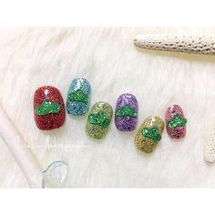 昨日松ネイル作った直後にglitter on glitterの方が可愛かったかもしれない!!と思いもうワンセット作りました🙏 #nail #nails #nailart #ネイル #美甲 #ネイルアート #clou #nagel #ongle #ongles #unghia #japanesenailart #おそ松さん #osomatsusan #松ネイル