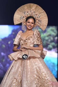 BINIBINING PILIPINAS 2018 - Filipino Women Clothe By Top Fashion Designers #WomenSFashionAge45 Modern Filipiniana Gown, Filipiniana Wedding, Philippines Dress, Philippines Fashion, Debut Dresses, Filipino Fashion, Batik Fashion, Evolution Of Fashion, Royal Clothing