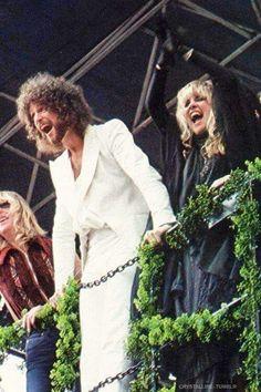 Fleetwood Mac in concert cheering with thousands of fans below Stevie Nicks Lindsey Buckingham, Buckingham Nicks, Great Bands, Cool Bands, Members Of Fleetwood Mac, Classic Rock And Roll, Stevie Nicks Fleetwood Mac, People Of Interest, Bruce Springsteen
