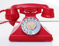 Very rare Bakelite GPO 162 in red. 1934 Very rare Bakelite GPO 162 in red. Telephone Song, Telephone Booth, Vintage Telephone, Radios, Antique Phone, Vintage Phones, Video Games For Kids, Dinner Recipes For Kids, My New Room