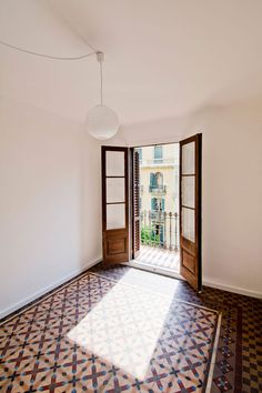 Barcelona apartment renovation by Spanish architect Carles Enrich