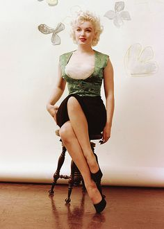 Milton Greene - Marilyn Monroe - 1954 - posing in his studio in New York - the so called Baumen Sitting