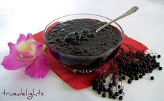 Dulceata din fructe de soc Elderberry Jam, Elderberry Recipes, Foods To Eat, Mixed Drinks, Vitamin C, Chocolate Fondue, Summer Recipes, Gem, Yummy Food