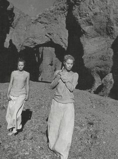 deserto, by peter lindbergh for vogue italia april 1998