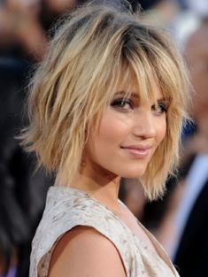 Dianna Agron Short Bob Hairstyles with Bangs Short Layered Bob Haircuts, Bob Hairstyles With Bangs, Hairstyles Haircuts, Short Hair Cuts, Layered Hairstyles, Short Bobs, Trendy Hairstyles, Layered Bobs, African Hairstyles