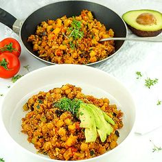 Diese Cous Cous Gemüse Pfanne ist ein veganes Rezept, das sich bestens für eine gesunde Ernährung und zum Abnehmen eignet. Hier findest du die komplette Anleitung für das leckere Mittag- oder Abendessen. #vegane #rezepte #gesund #rezept #abnehmen Salad Recipes Healthy Lunch, Salad Recipes For Dinner, Chicken Salad Recipes, Salads For A Crowd, Easy Salads, Food For A Crowd, German Cucumber Salad, Creamy Cucumber Salad, Mediterranean Quinoa Salad