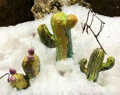 Piccoli cactus scottanti nella neve Finalmente . . . . . Periodo CACTUS Manieeee . . . 🌵🌵🌵🌵🌵🌵🌵🌵🌵🌵🌵🌵🌵🌵🌵 . . . . Al corso dal forgiatore di elementi Paziente maestro . . . . #ceramica #colore #ceramic #argilla  #forgiatoredielementi #corsodiceramica #collezione #collection #cactuscollection #gruppodiceramica #troppobello #cactus #cacti #cactusmania #inizialacactusmania #cactuslover #creare #modellare #maestrodiceramica #ceramicart #pottery #succulente #succulent #fattoamano…