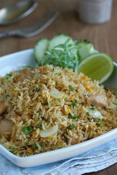Arroz fri to con pollo Thai Chicken Salad Recipes, Rice Recipes, Asian Recipes, Vegetarian Recipes, Healthy Recipes, Ethnic Recipes, Pollo Thai, Kitchen Recipes, Cooking Recipes