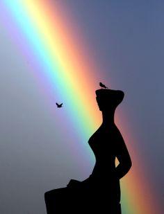 """""""Arco-iris é visto junto à Estátua da Justiça em dia decisivo para o Supremo Tribunal Federal. FOTO DIDA SAMPAIO/AE!""""  http://estadaofotos.tumblr.com/post/33260866939/arco-iris-e-visto-junto-a-estatua-da-justica-em Brasília - terça-feira, 9 de Outubro de 2012."""