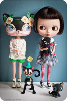 Con amigos  -  Blythe and Littlest Pet Shop  together :)
