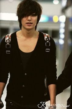 Actor Lee Min-ho's trendy aiport fashion was focused on. Recently, Lee Min-ho arrived in Thailand for the drama shoot, 'City Hunter' and showed off natural but stylish fashion. City Hunter, Korean Star, Korean Men, Asian Men, Asian Boys, Asian Actors, Korean Actors, Korean Dramas, Korean Idols
