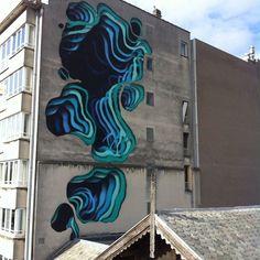 Chez Creapills, on est particulièrement fan de street art, tout particulièrement lorsqu'il s'agit d'oeuvres surprenantes et insolites. Et ça tombe bien, puisqu'on vient juste de découvrir le travail de 1010, un street artiste qui vit en Allemagne. Ce dernier réalise des oeuvres street art spectaculaires qui donnent l'illusion de traverser les murs. Ses différentes créations...