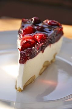 Baked red fruit cheesecake - Dessert recipes (and breads) Classic Cheesecake, Easy Cheesecake Recipes, Strawberry Cheesecake, Chocolate Cheesecake, Pumpkin Cheesecake, Easy Cake Recipes, Dessert Recipes, Cheesecake Frio, Canned Blueberries