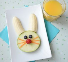Cute (and healthy!) Easter bunny snack. Great for after school! #FoodArt #FunFood