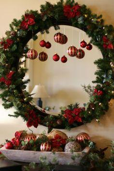Ozdoby świąteczne na Boże Narodzenie, wykonane z bombek i świerku, jak żadne inne przywołają radosny klimat w domu. Możemy wybrać dekoracyjne wieńce na drzwi, stroiki i dekoracje na stole. Zadbajmy, aby nasze ozdoby świąteczne pasowały do klimatu wnętrz naszego mieszkania.