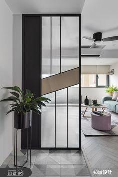 知域設計有限公司 北歐風設計圖片知域_26之2-設計家 Searchome Foyer Design, Divider Design, Home Room Design, Glass Partition Designs, Living Room Partition Design, Living Room Divider, Glass Partition Wall, Office Interior Design, Room Interior