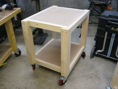 Easy Shop Table - Planer Table Adding the casters and finishing the project projects beginner projects diy projects for kids projects furniture projects plans projects that sell Woodworking Jigsaw, Woodworking Projects That Sell, Popular Woodworking, Diy Wood Projects, Woodworking Workbench, Woodworking Shop, Workbench Plans, Garage Workbench, Tool Cart