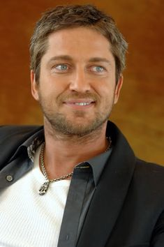 gerard butler, i love that smile