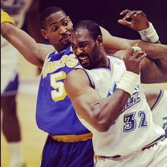 Classic Lakers/Jazz Pic: Robert Horry (@RKHorry) & Karl Malone battle for position in this 1998 game in Utah