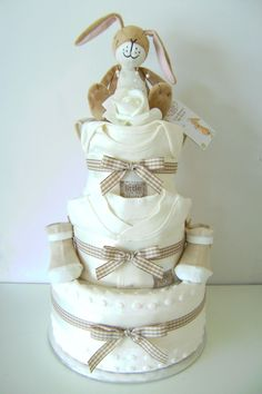 Unique Christmas Gifts for Mom That She'll Love – Towel Cakes – Baby Shower Regalo Baby Shower, Deco Baby Shower, Baby Shower Baskets, Baby Shower Diapers, Baby Shower Themes, Baby Boy Shower, Baby Shower Gifts, Baby Gifts, Shower Ideas