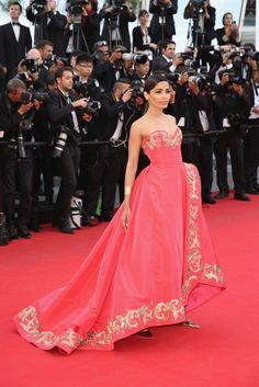 Oscar de la Renta's Most Dramatic Red Carpet Dresses of All Time via @WhoWhatWear