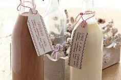 Čokoládový likér se skořicí Edible Gifts, Beverages, Drinks, Pillar Candles, Christmas Cookies, Rum, Smoothie, Goodies, Cocktails