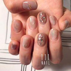 ⚪️◻️◽▫⚪️◻️▫️ #nail#art#nailart#ネイル#ネイルアート #nudie#gray#aurora#natural#クリアネイル#nuance#ショートネイル#nailsalon#ネイルサロン#表参道#nudie111 #nuance111#クリアネイル111 (111nail)
