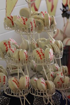 White Chocolate Covered Oreos....perfect For End Of Season Party...these Would Be Cute As Soccer Balls!!