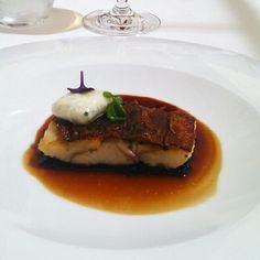 Morena con piel crujiente lombarda, jugo de sardina y raifort #Zaranda #Blogtrip - @Garbancita