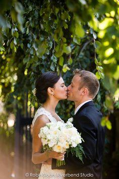 Wedding Kiss, Bride Look, Grooms, Brides, Wedding Inspiration, Wedding Dresses, Bridal Dresses, Boyfriends, Bridal Gowns