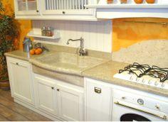 lavello cucina ad una vasca con testa sagomata compreso di piano cucina in marmo giallo