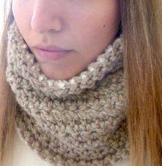 Reversible Crochet Neck Warmer — FREE PATTERN!