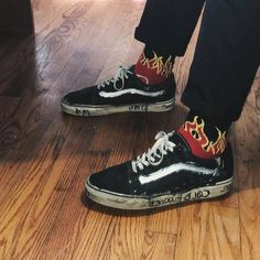 Flame Vans shared by leah allen on We Heart It Vans Converse, Vans Sneakers, Air Max Sneakers, High Top Sneakers, Converse Fashion, Vans Shoes, Mode Grunge, Style Masculin, Estilo Grunge