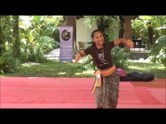 Putu Evie explains an excerpt of Legong Condong at Bali Spirit Festival 2014, Day Three