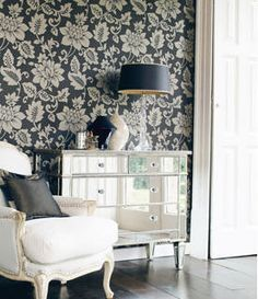 love. love wall paper, love mirrored furniture and love chair. <3