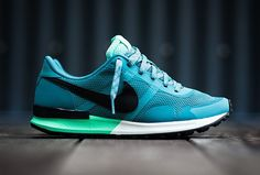NIKE AIR PEGASUS 83/30 – MINERAL TEAL – GREEN GLOW