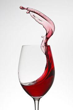 Shiraz Escapism by Xenedis Photography on - wein - glaskunst Different Types Of Wine, Wine Logo, Glass Photography, Red Wine Glasses, Wine Design, Wine Art, In Vino Veritas, Wine And Spirits, Fine Wine