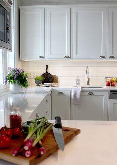 Maalaisromanttinen keittiö kesätunnelmissa. Countrystyle kitchen #finishdesign © AX-Design Oy, Finland