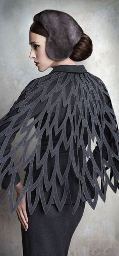 Yulia Yanina Couture Wings & Feathers Style Shawl Fantasy Fashion This, but over a black base. Fashion Details, Look Fashion, Fashion Art, High Fashion, Womens Fashion, Fashion Design, Dress Fashion, Fashion Clothes, Trendy Fashion