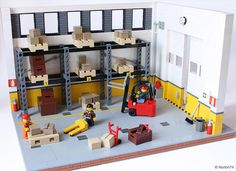 This LEGO warehouse is very palatable Lego Display, Lego Mindstorms, Lego Modular, Lego City, Lego Factory, Lego Furniture, Minecraft Furniture, Furniture Ideas, Lego Boards