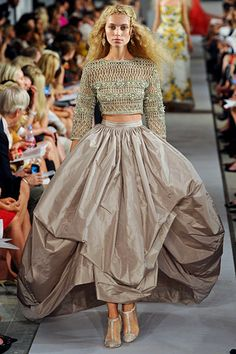 Oscar de la Renta »  Spring 2012 RTW »  This dress is so-o-o lovely!  No place to wear it, but I'd still love to have it!
