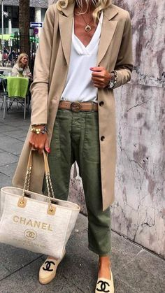 45 Trendy Spring Outfits You Must Receive / 38 # Spring . - 45 Trendy Spring Outfits You Must Receive / 38 - Mode Outfits, Chic Outfits, Fall Outfits, Fashion Outfits, Spring Outfits Women Casual, Fashion Shoes, Summer Outfits, Fashion Mode, Look Fashion