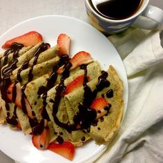 Sweet breakfast 🤷‍♀️: almond vanilla crepes, chocolate-butter sauce, strawberries, coffee / Sladká snídaně, no 🙄: mandlovo-vanilkové palačinky, čokoládovo-máslová omáčka, jahody a káva Chocolate Butter, Sweet Breakfast, Butter Sauce, Crepes, Almond, Vanilla, Strawberry, Coffee, Ethnic Recipes