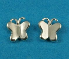 £12.00 incl tax  Sterling silver butterfly design studs.  Approx 7mm long. Butterfly Design, Kissing, Gate, Studs, Stud Earrings, Sterling Silver, Accessories, Beautiful, Ebay