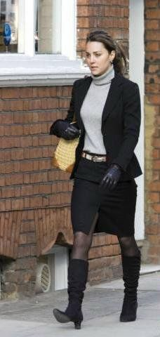March 2, 2006 - Kate walking on Kings Road in the Chelsea area of London.