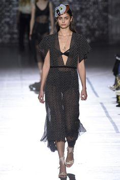 John Galliano Spring 2017 Ready-to-Wear Fashion Show - Taylor Hill (IMG)
