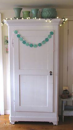 I love the colour combo of white and aqua/turquoise in this garland hanging on the wardrobe