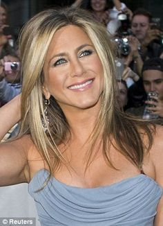 Cautionary tale: Jennifer Aniston was forced to cut her hair short (right) after damage froma Brazilian blowdry Jeniffer Aniston, Jennifer Aniston Pictures, Jennifer Aniston Style, Jennifer Aniston Long Hair, Jennifer Aniston Makeup, Beauté Blonde, Blonde Highlights, Highlights Around Face, Layers Around Face